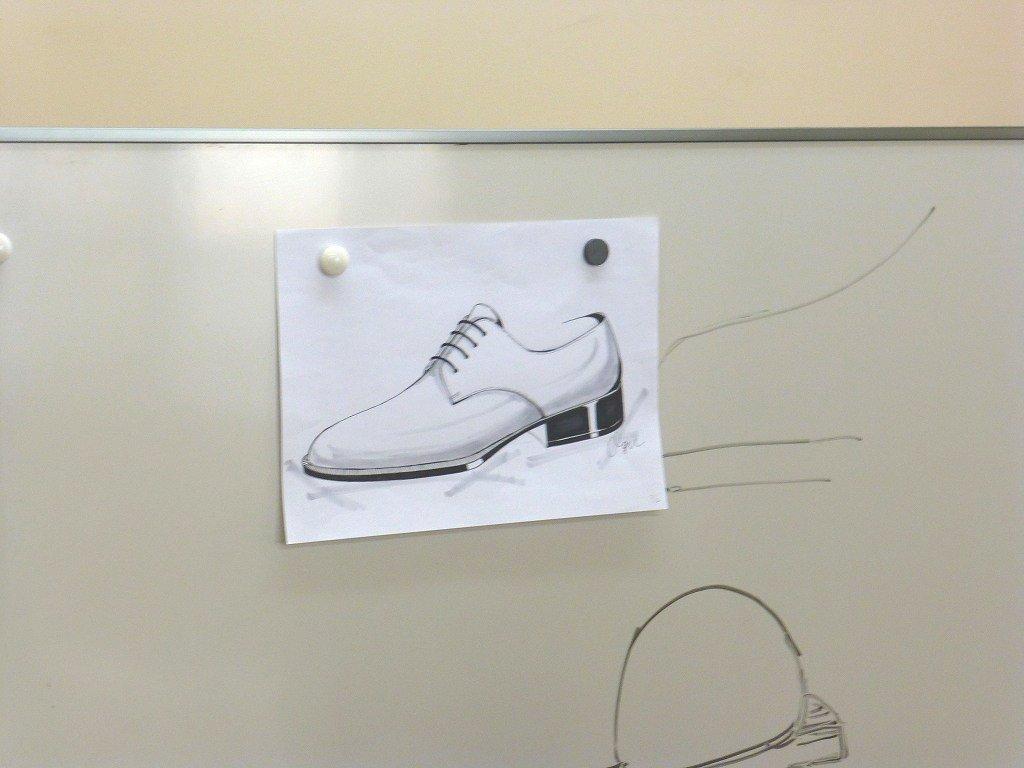 靴職種で言うならば「メーカー企画」「営業」「デザイナー」などを行う際にはこのような技術は必須であり、「ブランド」を築きたい、という方にも必要な技術です。