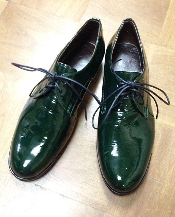2015-07-04のシューネクスト:緑のエナメル靴1足目   シューネクスト